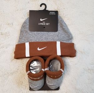NIKE 2-PIECE FUTURA SPORTS BALL CAP AND BOOTIE SET